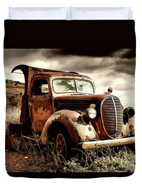 Old Ford Truck In Desert Duvet Cover