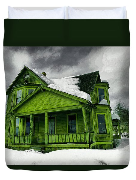 Duvet Cover featuring the photograph Old House In Roslyn Washington by Jeff Swan