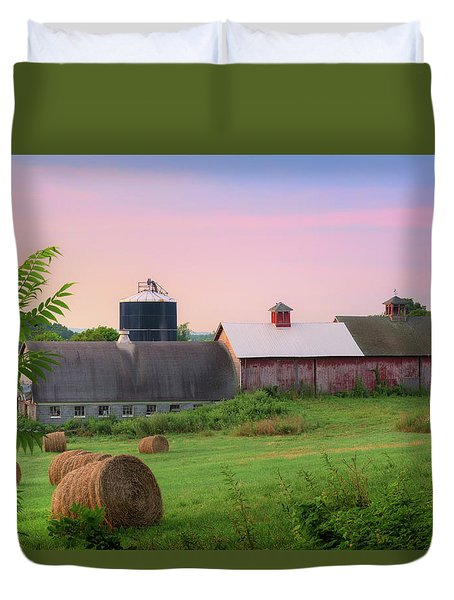 Duvet Cover featuring the photograph Old New York by Bill Wakeley