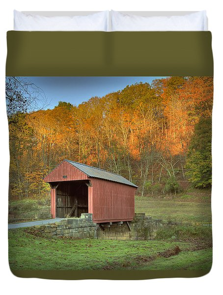 Old Red Or Walkersville Covered Bridge Duvet Cover