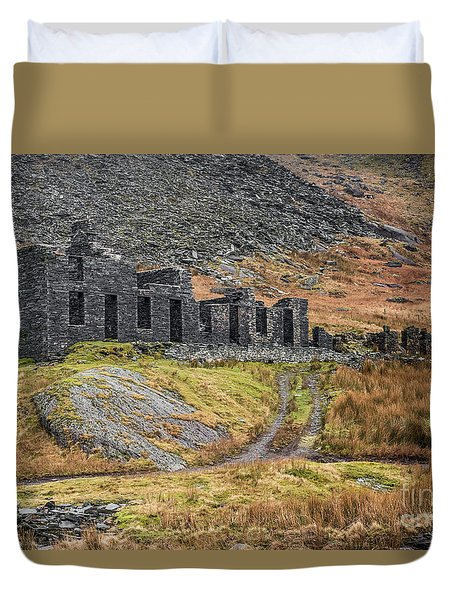 Duvet Cover featuring the photograph Old Ruin At Cwmorthin by Adrian Evans