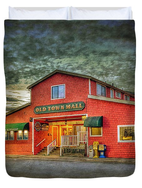 Duvet Cover featuring the photograph Old Town Mall Bandon by Thom Zehrfeld