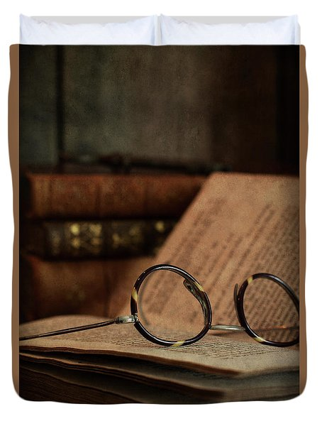 Old Vintage Books With Reading Glasses Duvet Cover