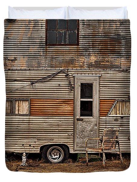 Old Vintage Rv Camper In The Mississippi Delta Duvet Cover