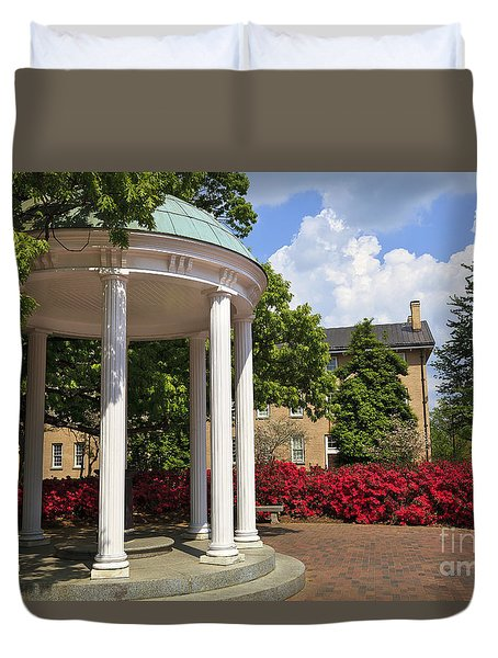 Old Well At Chapel Hill In Spring Duvet Cover
