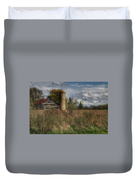 0034 - Old Wooden Barn And Silo Duvet Cover