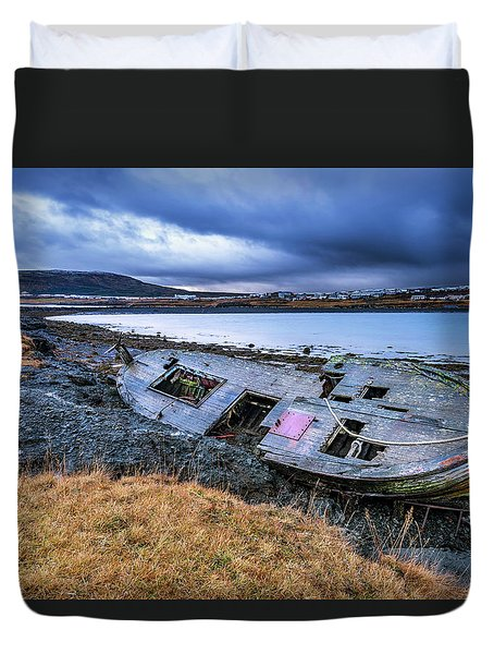 Old Wooden Ship On Beach Duvet Cover