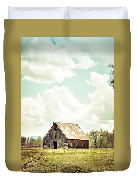 Olsen Barn In Green Duvet Cover by Jan Davies
