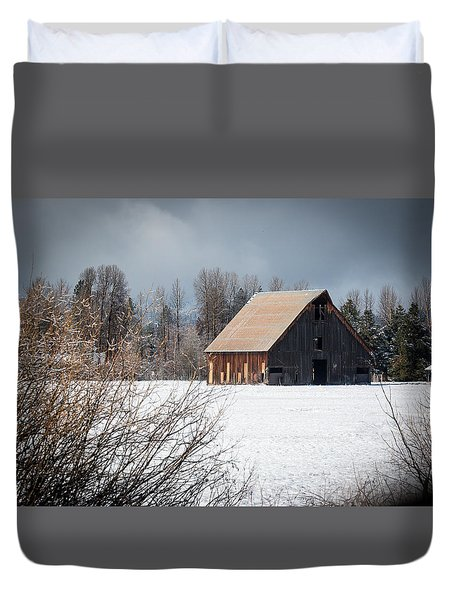 Olsen Barn In Snow Duvet Cover by Jan Davies