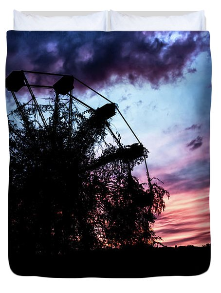 Ominous Abandoned Ferris Wheel Duvet Cover