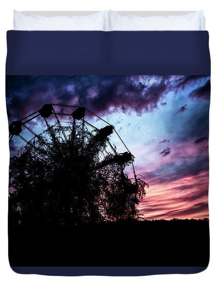 Ominous Abandoned Ferris Wheel Duvet Cover
