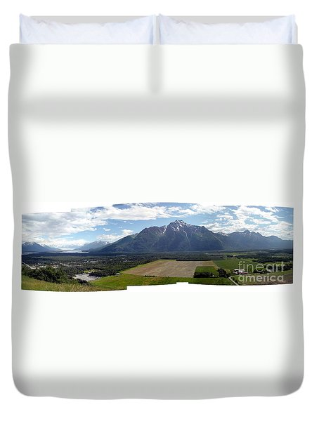 On A Butteiful Day Duvet Cover by Ron Bissett