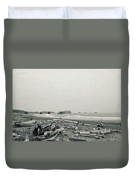 Oregon Beach With Driftwood Duvet Cover