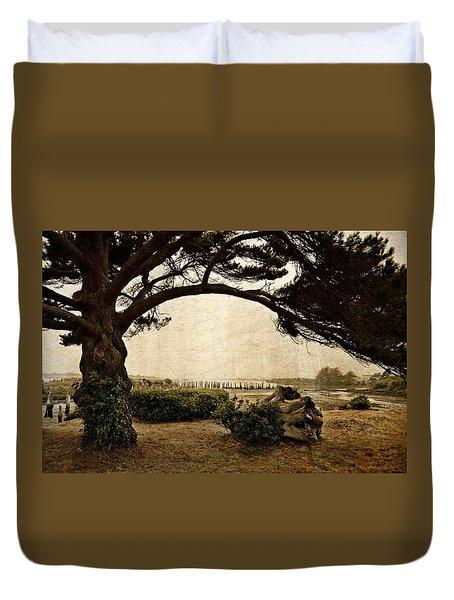 Oregon Coastline With Tree Duvet Cover