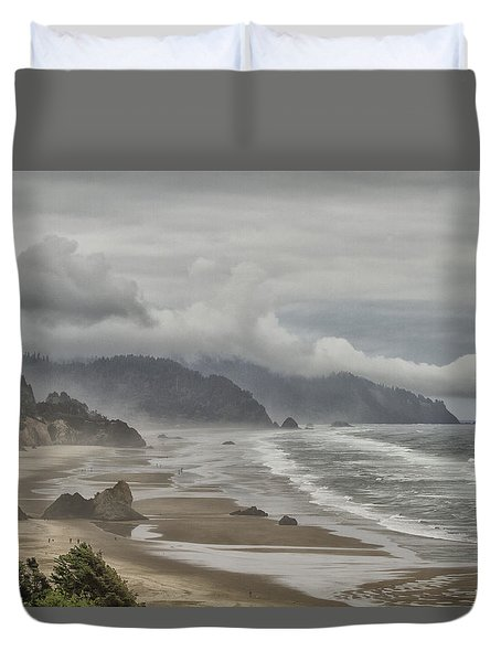 Duvet Cover featuring the photograph Oregon Dream by Tom Kelly