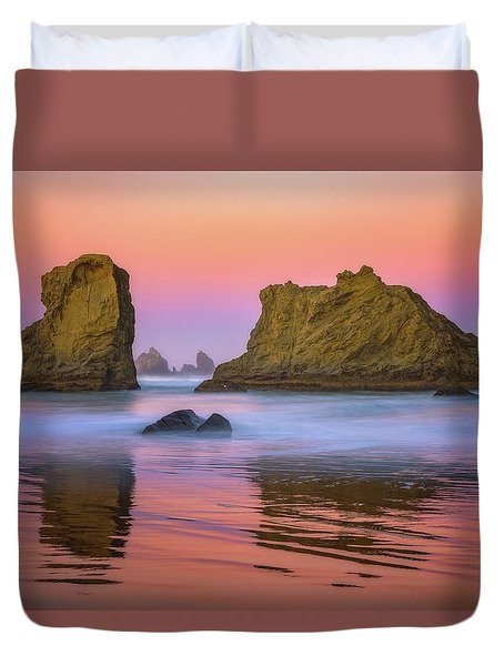 Duvet Cover featuring the photograph Oregon's New Day by Darren White