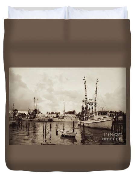 Duvet Cover featuring the photograph Oriental Harbor by Benanne Stiens