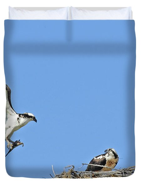 Osprey Brings Fish To Nest Duvet Cover