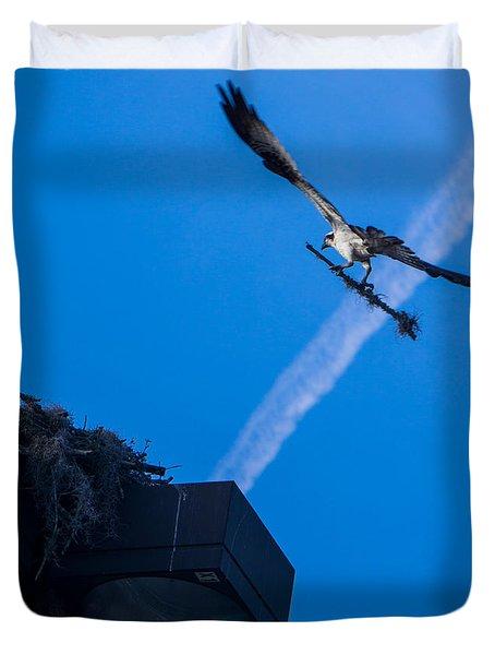 Osprey Carrying Stick To Nest Duvet Cover