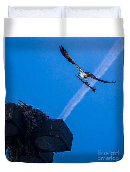 Osprey Carrying Stick To Nest Duvet Cover
