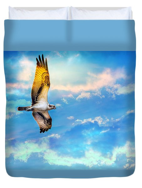 Osprey Soaring High Against A Beautiful Sky Duvet Cover