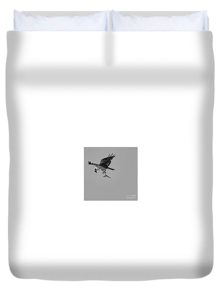 Osprey With Prey Duvet Cover
