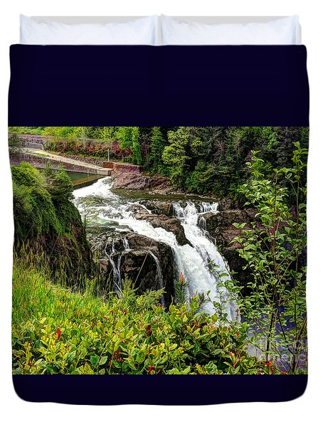 Overlooking Snoqualmie Falls Duvet Cover