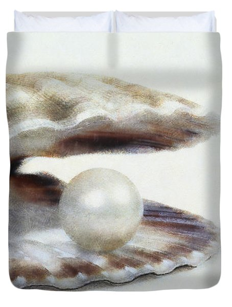 Oyster With Pearl Duvet Cover