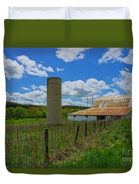 Ozarks Old Barn And Silo Duvet Cover