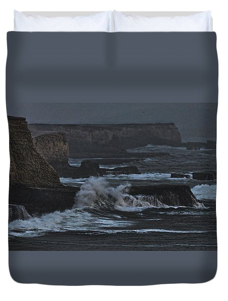 Pacific Cliffs Of Davenport Duvet Cover
