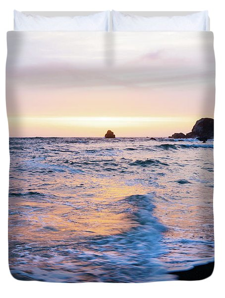 Duvet Cover featuring the photograph Pacific Coast Sunset by TL Mair