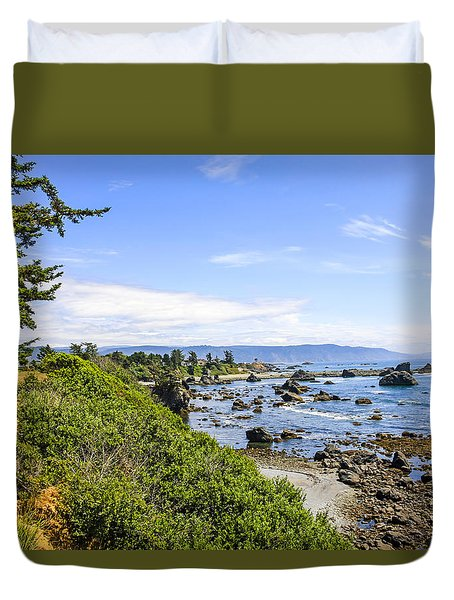 Pacific Coastline In California Duvet Cover by Chris Smith