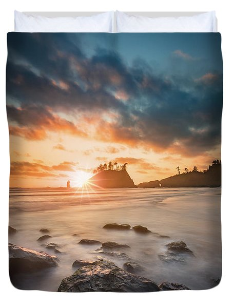 Duvet Cover featuring the photograph Pacific Sunset At Olympic National Park by William Lee