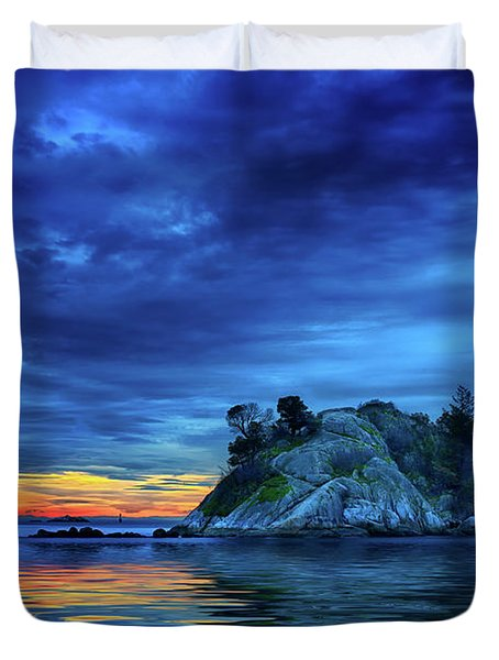 Duvet Cover featuring the photograph Pacific Sunset by John Poon