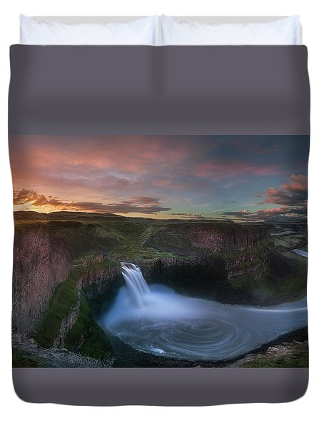 Duvet Cover featuring the photograph Palouse Falls Sunrise by William Lee