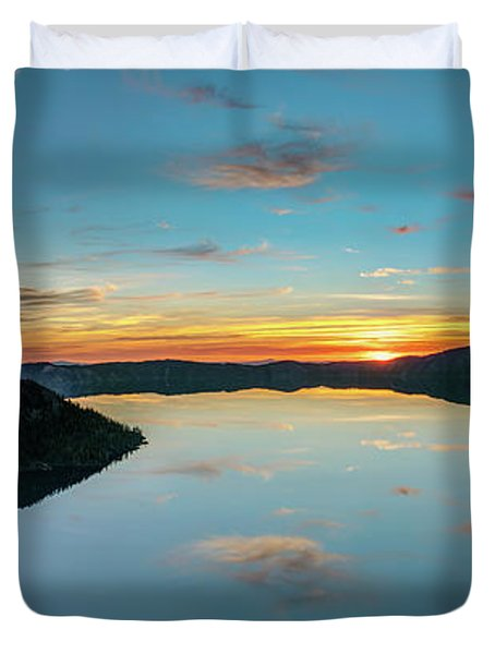 Duvet Cover featuring the photograph Panoramic View Of Crater Lake by Pierre Leclerc Photography