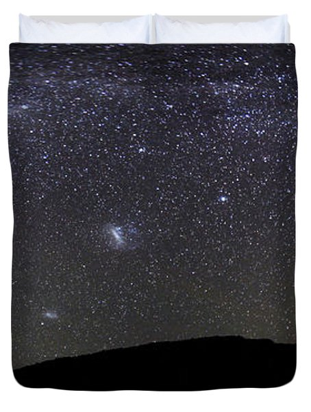 Panoramic View Of The Milky Way Duvet Cover by Luis Argerich