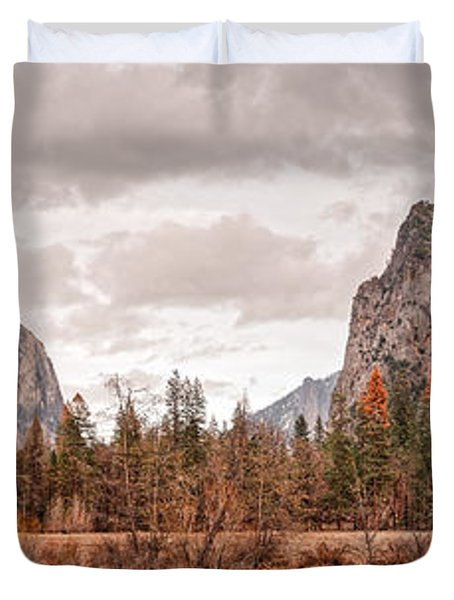 Panoramic View Of Yosemite Valley From Bridal Veils Falls Viewing Point - Sierra Nevada California Duvet Cover