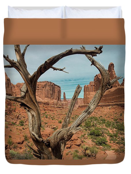 Duvet Cover featuring the photograph Park Avenue by Gary Lengyel