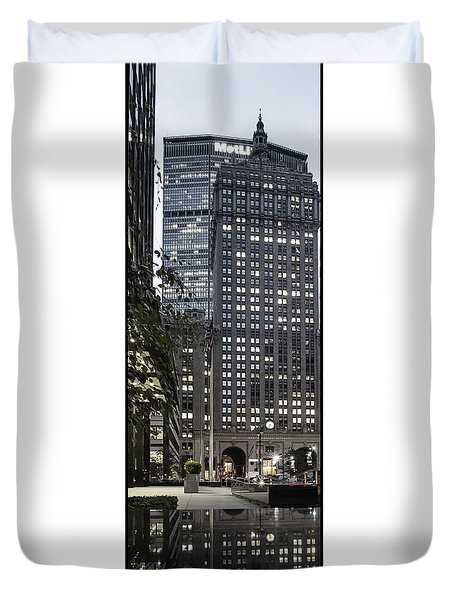 Duvet Cover featuring the photograph Park Avenue Met Life Nyc by Juergen Held