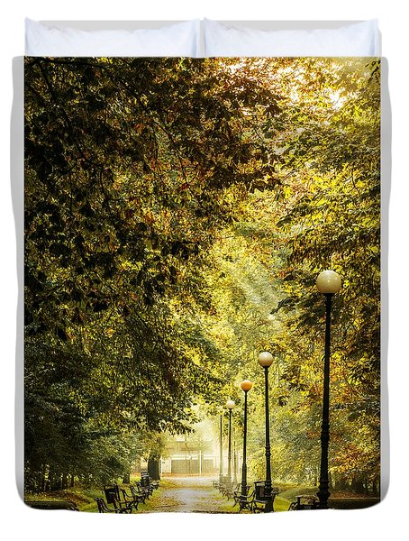 Duvet Cover featuring the photograph Park Lane by Jaroslaw Grudzinski