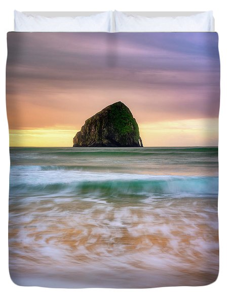 Duvet Cover featuring the photograph Pastel Morning At Kiwanda by Darren White