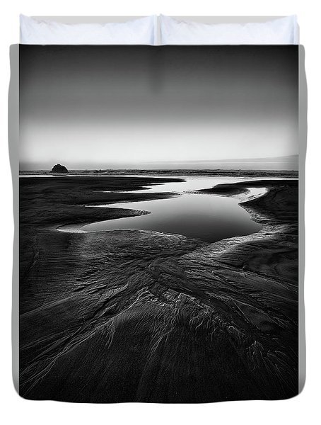 Duvet Cover featuring the photograph Patterns In The Sand by Jon Glaser