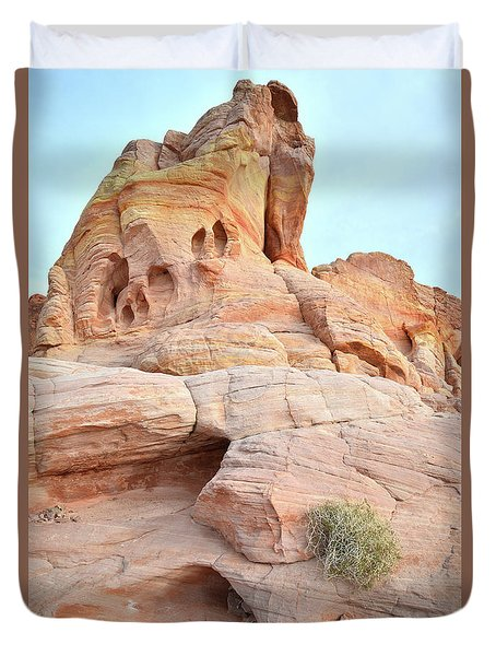 Duvet Cover featuring the photograph Peak Of Color In Valley Of Fire by Ray Mathis