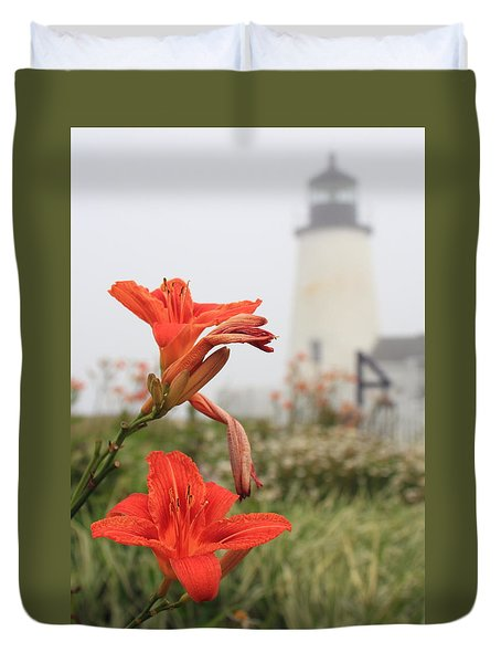 Pemaquid Point Lighthouse And Day Lilies Duvet Cover