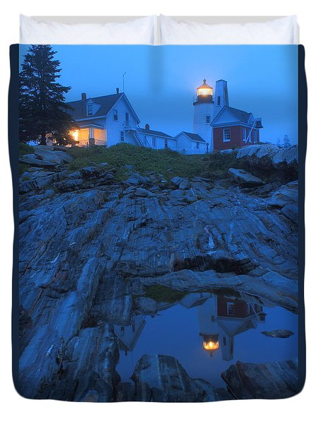 Pemaquid Point Lighthouse Tide Pool At Dusk Duvet Cover