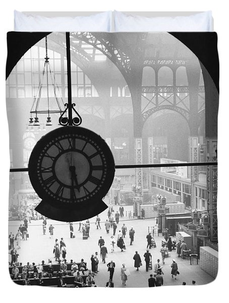 Penn Station Clock Duvet Cover by Van D Bucher and Photo Researchers