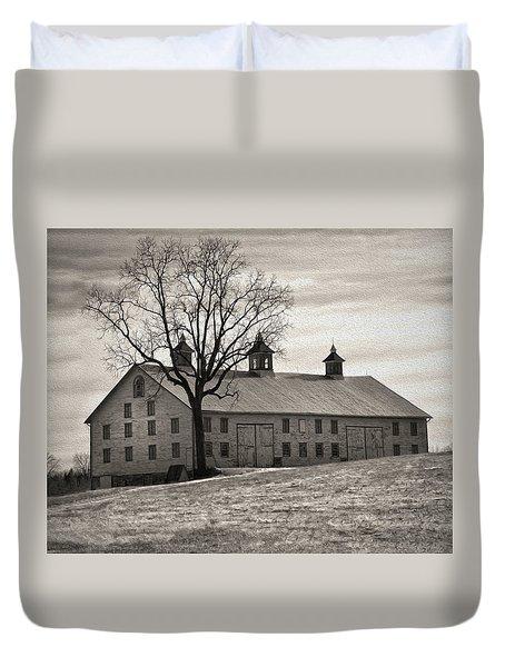 Duvet Cover featuring the digital art Pennsylvania Barn by Robert Geary