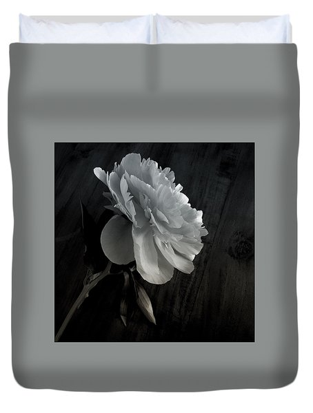 Duvet Cover featuring the photograph Peonie by Sharon Jones