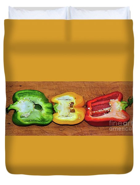 Duvet Cover featuring the photograph Peppers In A Row By Kaye Menner by Kaye Menner